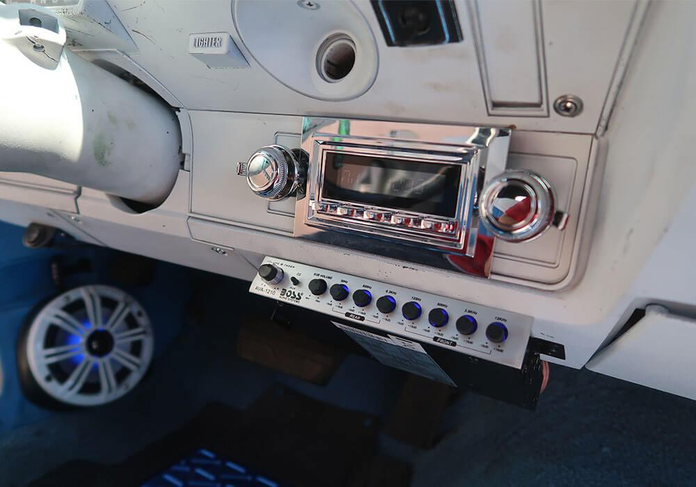 Cien's Garage's Car Stereo